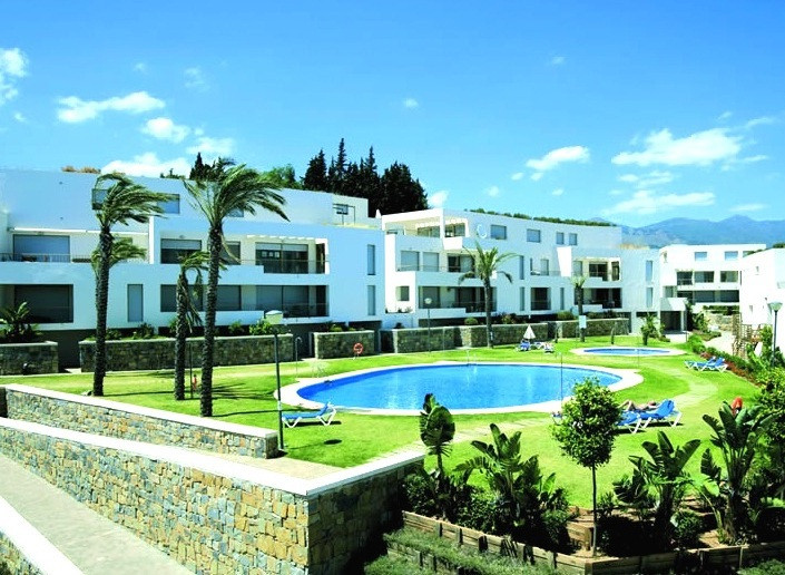 This apartment is located in the exclusive Urbanisation of Altos de Los Monteros, close to Rio Real ,Spain