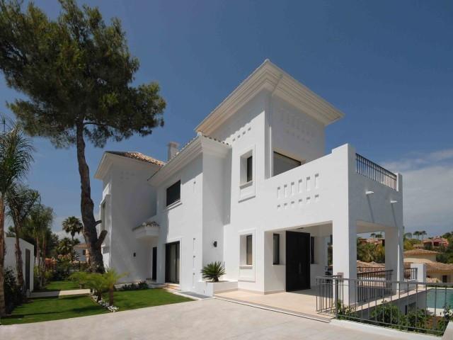 Detached Villa, Nueva Andalucia, Costa del Sol. 6 Bedrooms, 5 Bathrooms, Built 590 m², Terrace 150 m,Spain