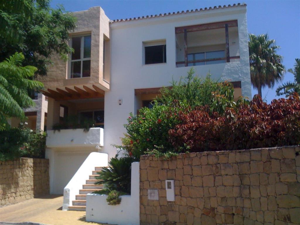 Townhouse, Atalaya, Costa del Sol. 3 Bedrooms, 2.5 Bathrooms, Built 266 m², Terrace 72 m², Garden/Pl,Spain