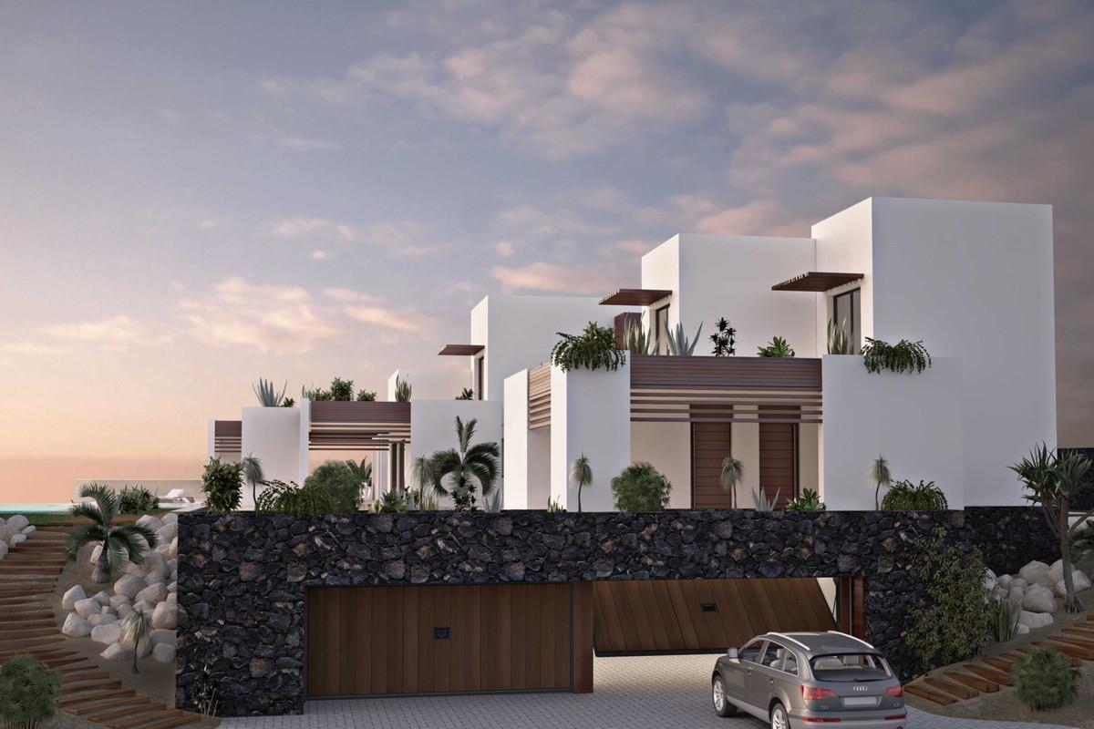 VILLA OF MINIMALIST STYLE IN EXCLUSIVE LOCATION! Ultra-contemporary luxury villa. BRAND NEW VILLA. 2,Spain