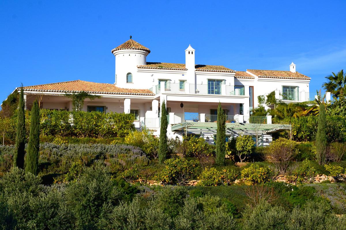 Exceptional beautiful villa close to Marbella. This villa was rebuilt 6 years ago. It was build by u,Spain