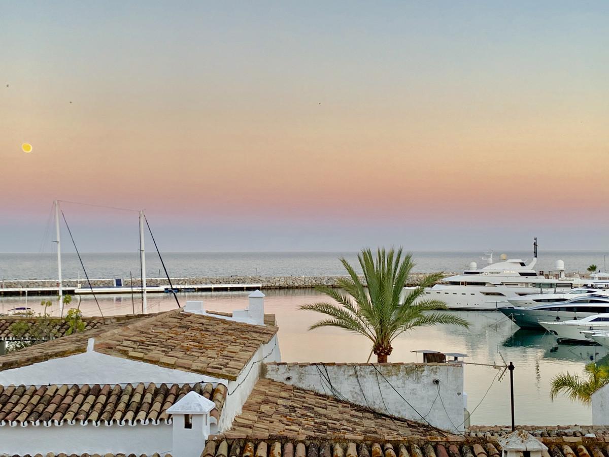 Top Floor Apartment, Puerto Banus, Costa del Sol. 2 Bedrooms, 1 Bathroom, Built 83 m², Terrace 8 m².,Spain