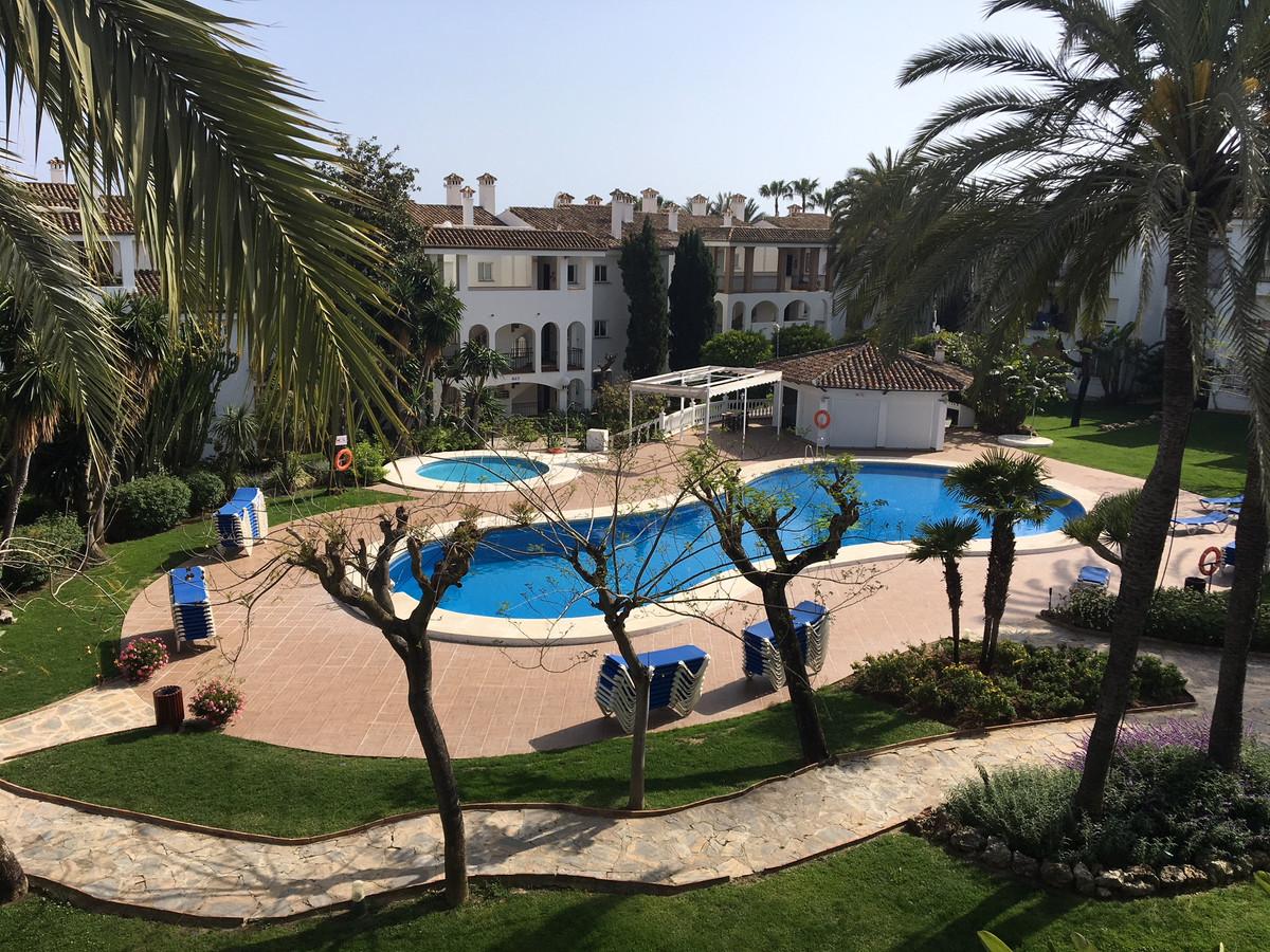 Middle Floor Apartment, Estepona, Costa del Sol. 2 Bedrooms, 2 Bathrooms, Built 85 m², Terrace 15 m²,Spain