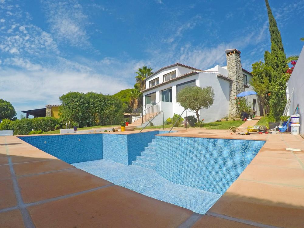 Detached Villa, Artola, Costa del Sol. 5 Bedrooms, 4.5 Bathrooms, Built 260 m², Terrace 56 m², Garde,Spain