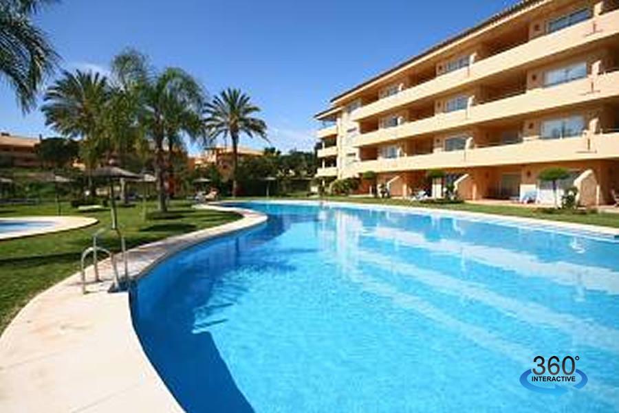 Bargain in Elviria !  A beautiful ground floor apartment right next to Santa Maria golf course and w,Spain