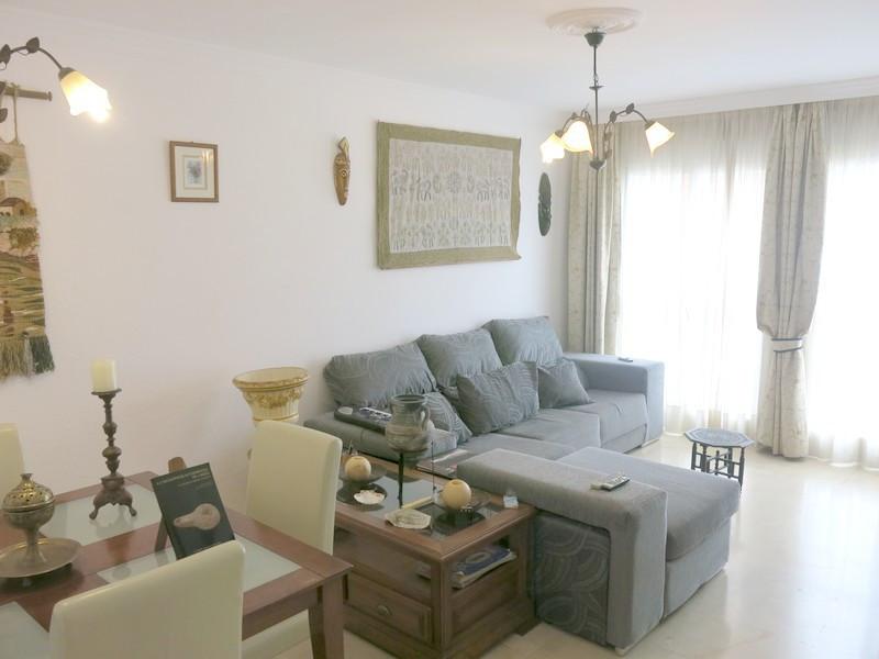 Middle Floor Apartment, Fuengirola, Costa del Sol. 2 Bedrooms, 1 Bathroom, Built 84 m².  Setting : T,Spain