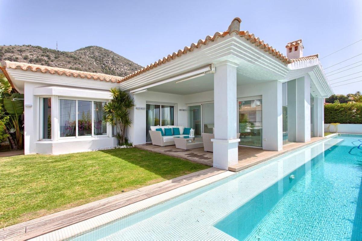 ***** LUXURY VILLA ON ONE LEVEL IN EL HIGUERON *****   Incredible & Breathtaking Luxury Villa lo,Spain