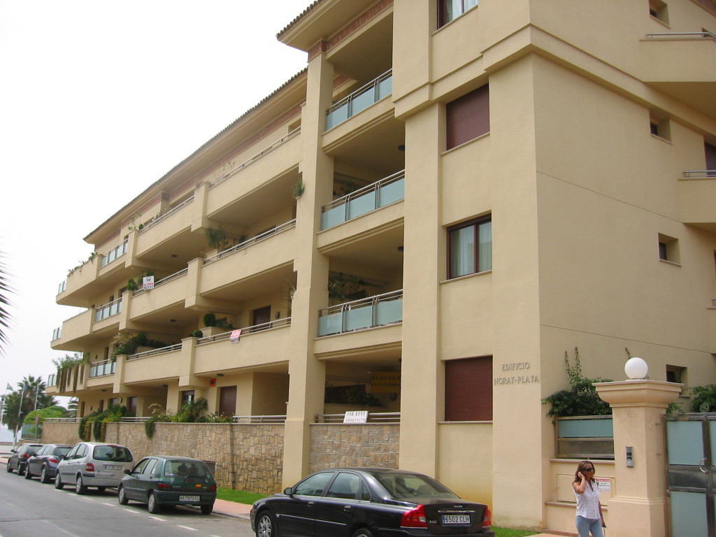 Nice first floor apartment in a gated developmenty first line of San Pedro de Alcantara promenade, n,Spain