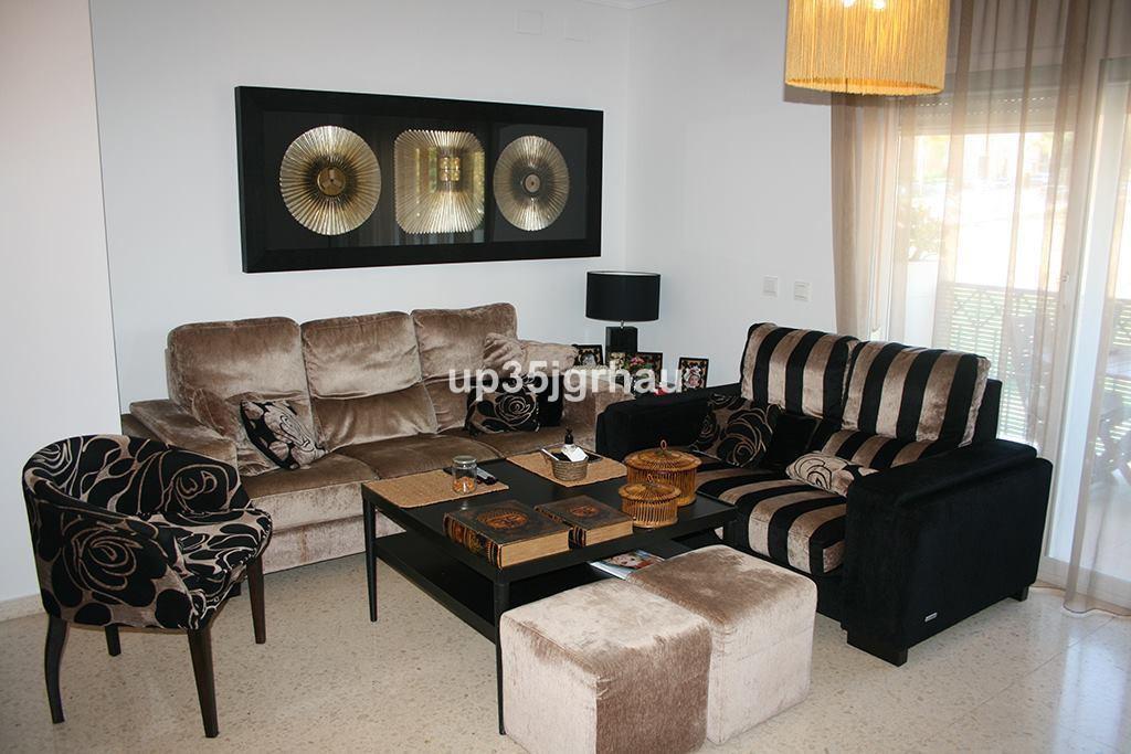 fantastic 3 bedroom apartment, 2 bathrooms, garage, elevator, terrace, communal pool, central Estepo,Spain