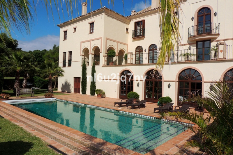 Spectacular and beautiful quality built mansion in La Reserva de Sotogrande. South facing, fully pri,Spain