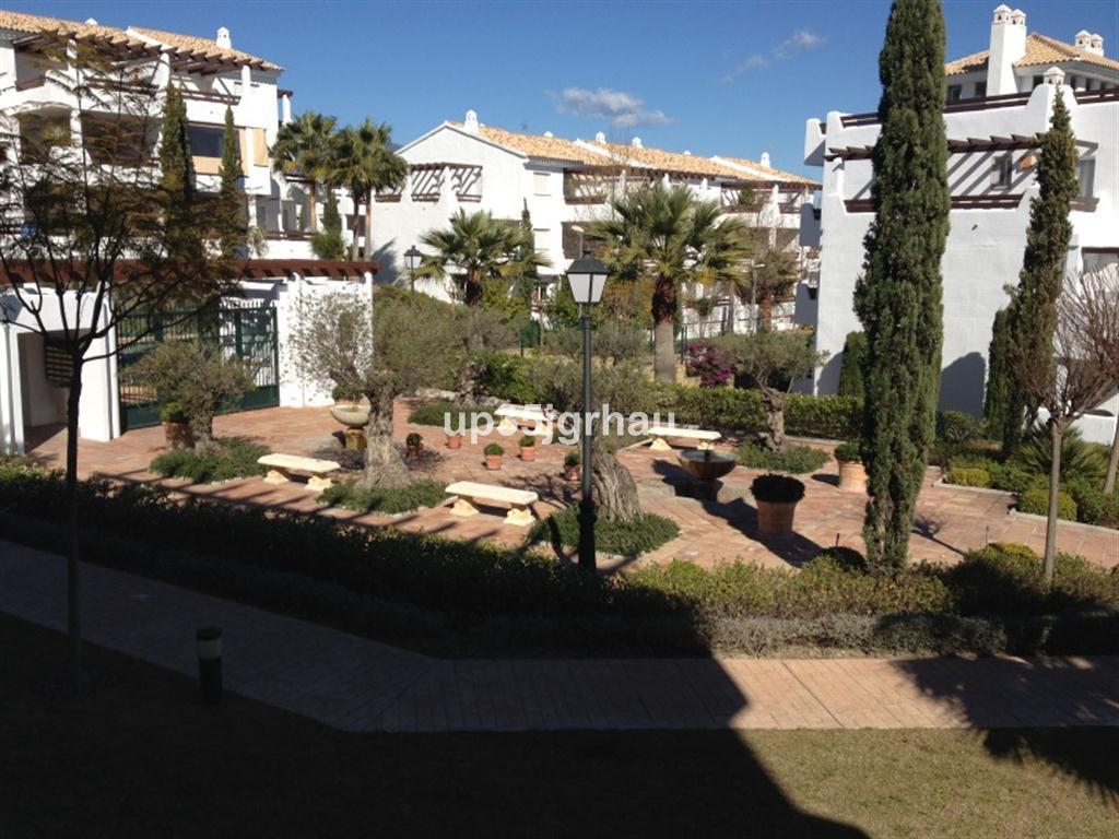 Middle Floor Apartment, Estepona, Costa del Sol. 3 Bedrooms, 2 Bathrooms, Built 180 m², Terrace 60 m,Spain