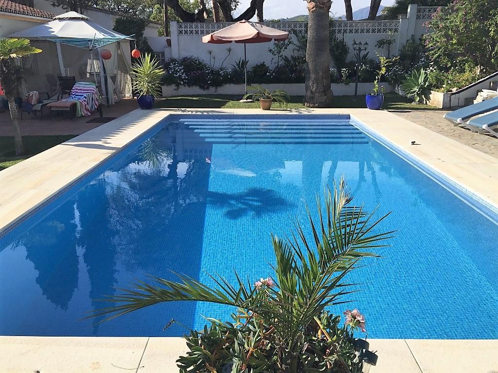 Fantastic completely refurbished 5 Bedroom, 4 bath villa in the established urbanisation of  El Rosa,Spain