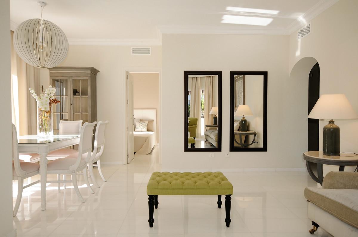 This penthouse apartment is located in a prestigious urbanization in Las Lomas del Marbella Club. Th,Spain