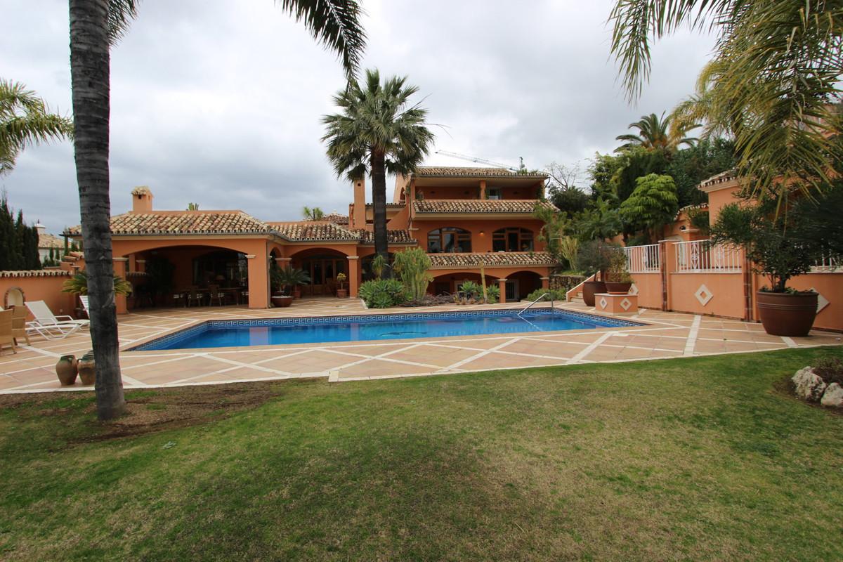 Detached Villa, Nueva Andalucia, Costa del Sol. 4 Bedrooms, 5 Bathrooms, Built 750 m², Garden/Plot 1,Spain