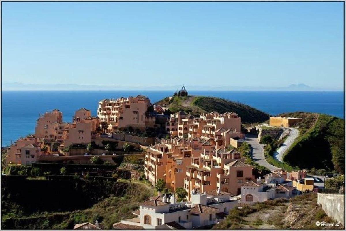 Excelente apartamento de 2 dormitorios, 2 cuartos de banos, amplia terraza con impresionantes vistas,Spain