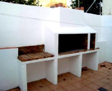 Flat in Lloseta (village) semi renovated, 80 m2 useful + terrace with barbecue, 4 bedrooms, bathroom,Spain