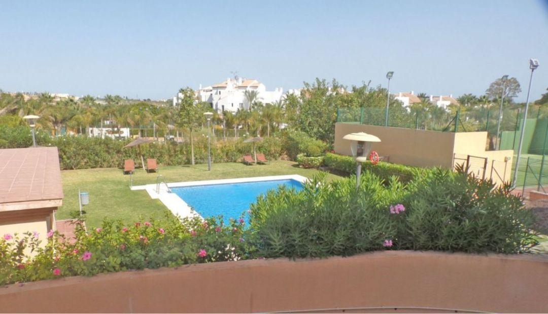 Middle Floor Apartment, Selwo, Costa del Sol. 2 Bedrooms, 2 Bathrooms, Built 100 m², Terrace 10 m². ,Spain