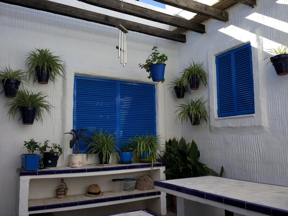 Detached Villa, Malaga, Costa del Sol. 4 Bedrooms, 3 Bathrooms, Built 170 m², Terrace 40 m², Garden/,Spain