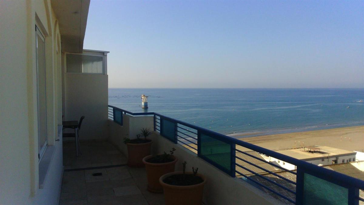 Beautiful 2 bedroom 2 bathroom renovated top floor corner apartment in Banana Beach front line beach,Spain