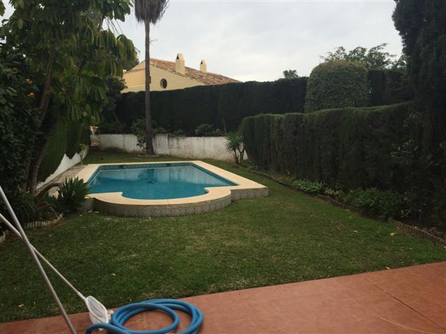 Townhouse, Estepona, Costa del Sol. 4 Bedrooms, 2 Bathrooms, Built 394 m², Terrace 30 m², Garden/Plo,Spain