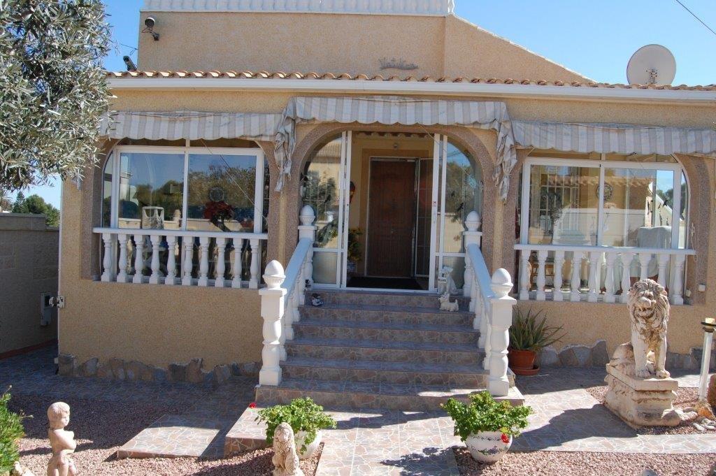 IMMACULATE 2 BEDROOM VILLA IN LOS BALCONES, TORREVIEJA.  This great villa is set in beautiful Los Ba,Spain