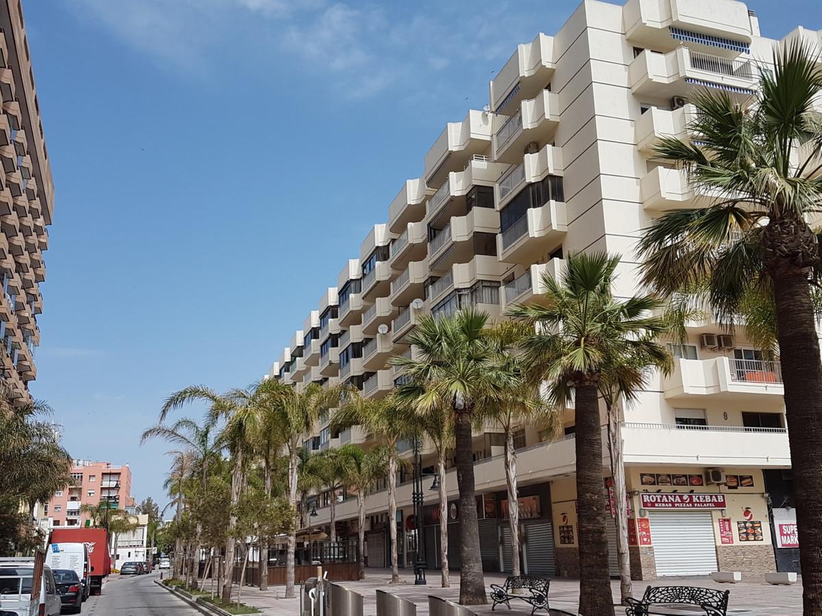 FUENGIROLA CENTER  SECOND LINE BEACH.LOVELY FLAT WALKING TO THE BEACH..3 Bedrooms, 2 Bathrooms,+gara,Spain