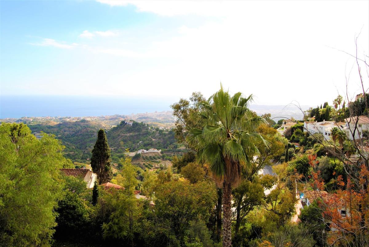 Detached Villa, Mijas, Costa del Sol. 9 Bedrooms, 4 Bathrooms, Built 900 m², Terrace 200 m².  Settin,Spain