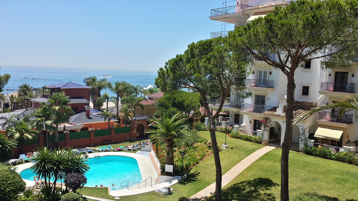 Middle Floor Apartment, Puerto Banus, Costa del Sol. 3 Bedrooms, 3 Bathrooms, Built 212 m², Terrace ,Spain