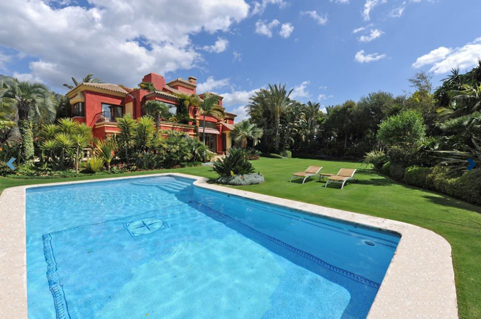 Wonderful villa located in the hills on the Golden Mile above the prestigious five star Puente Roman,Spain