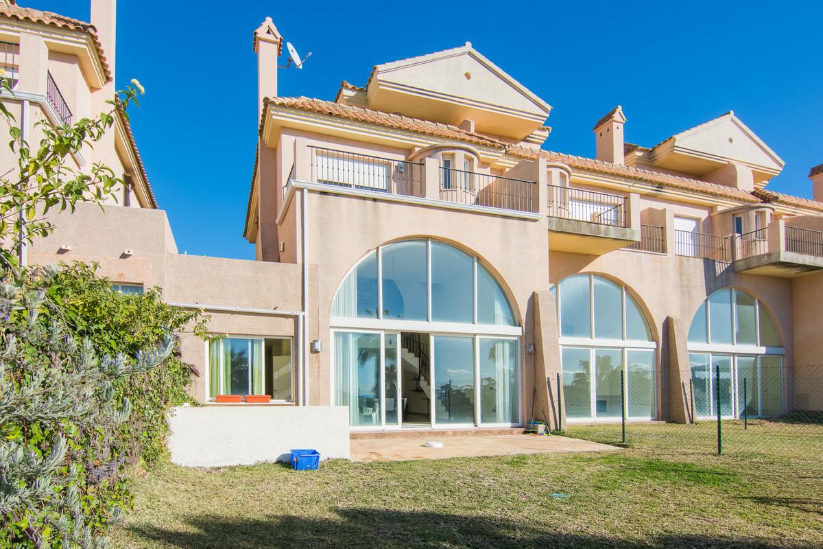 Townhouse, La Alcaidesa, Costa del Sol. 5 Bedrooms, 4 Bathrooms, Built 237 m², Terrace 34 m,Spain