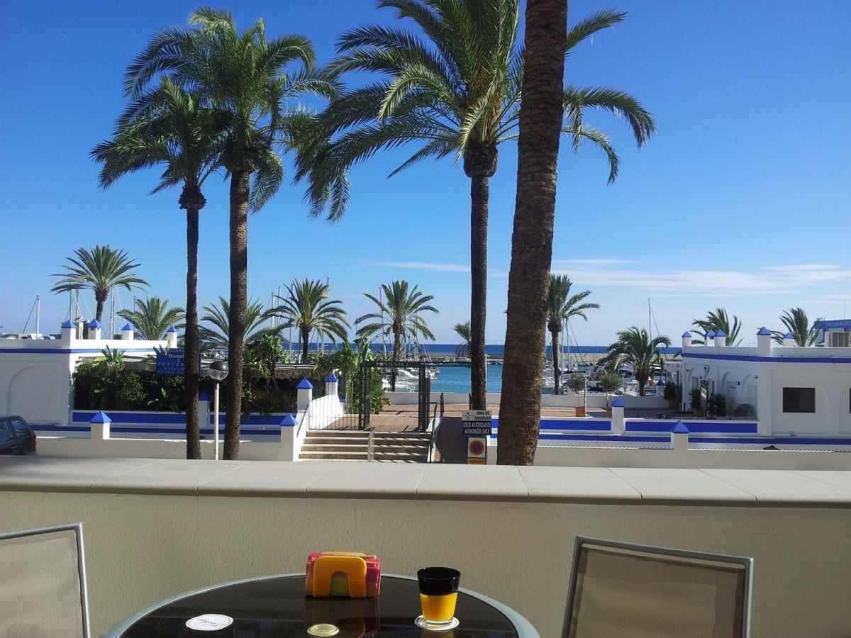 Middle Floor Apartment, Estepona, Costa del Sol. 2 Bedrooms, 2 Bathrooms, Built 106 m², Terrace 28 m,Spain