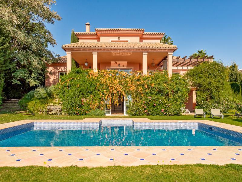 Nice and new built villa situated in Los Flamingos Golf course, between Estepona and San Pedro de Al,Spain