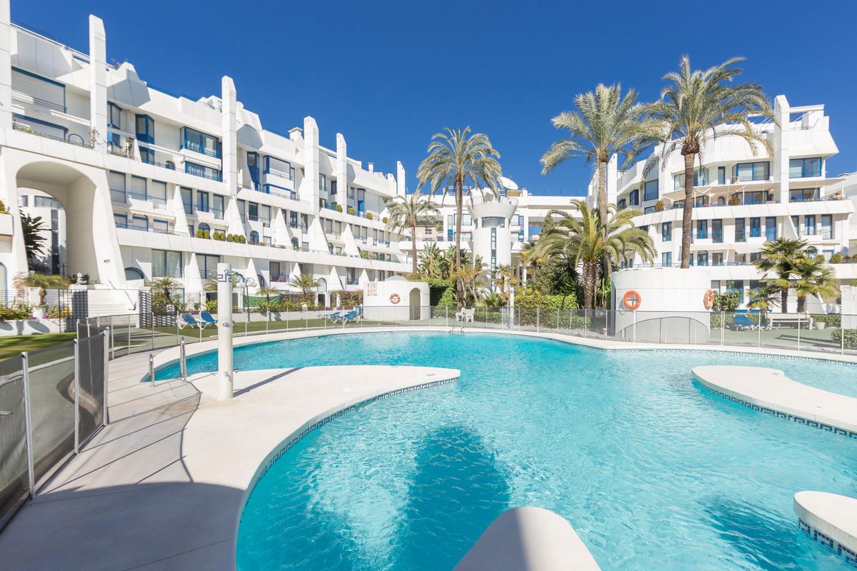Ground Floor Apartment, Marbella, Costa del Sol. 4 Bedrooms, 4 Bathrooms, Built 366 m², Terrace 100 ,Spain