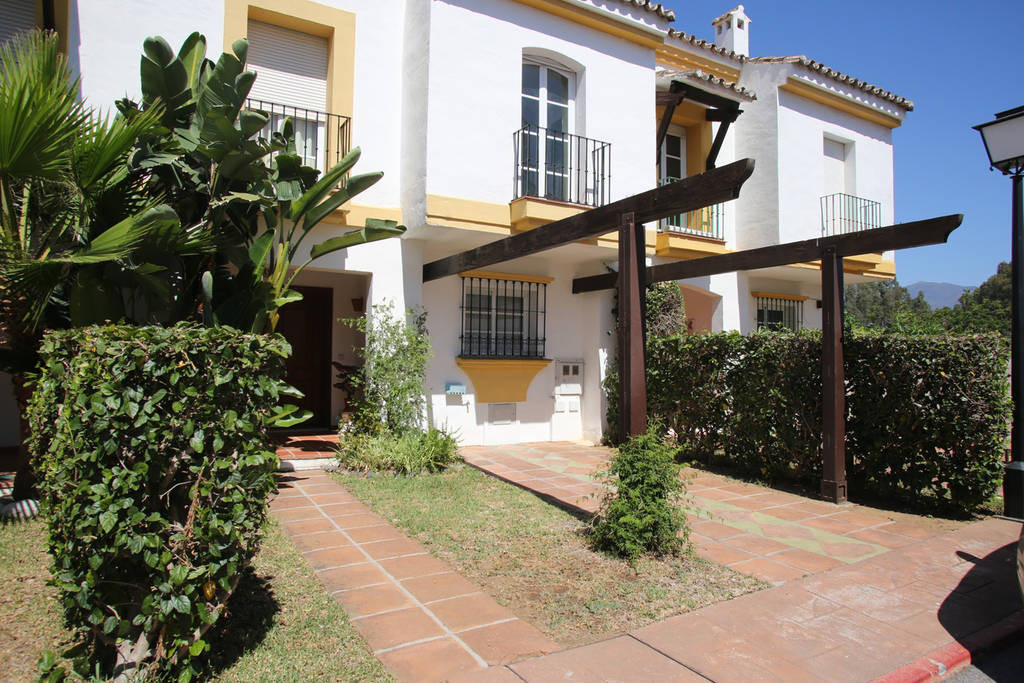 Semi-Detached House, Estepona, Costa del Sol. 4 Bedrooms, 3 Bathrooms, Built 218 m², Terrace 73 m². ,Spain