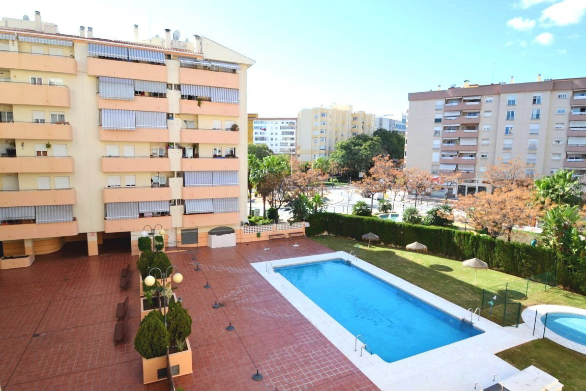 3 bedroom apartment in Miraflores area  Cozy 3 bedroom, 1 bathroom southwest facing apartment in gat,Spain