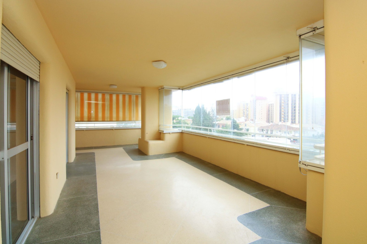 Middle Floor Apartment, Fuengirola, Costa del Sol. 4 Bedrooms, 2 Bathrooms, Built 154 m², Terrace 35,Spain
