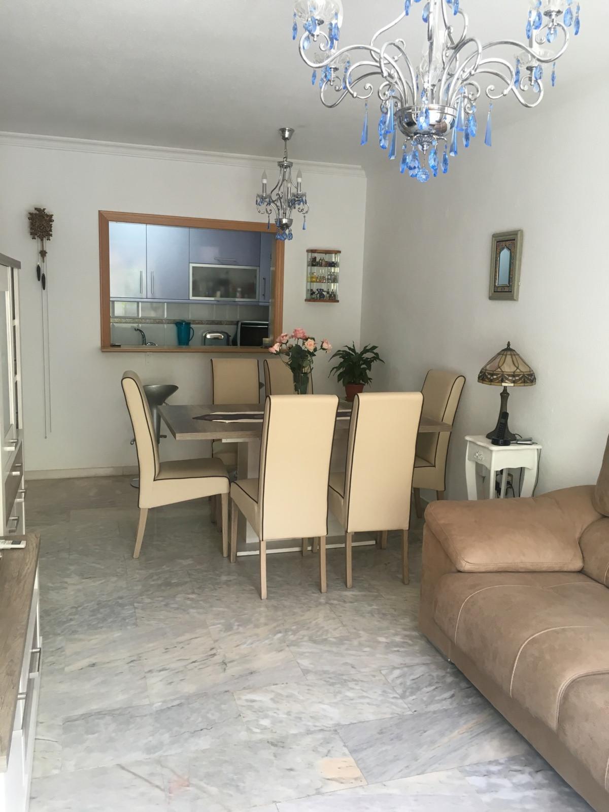 Piso muy luminoso , amplio y coqueto , recientemente reformado .  Tiene dos dormitorio , salon cocin,Spain