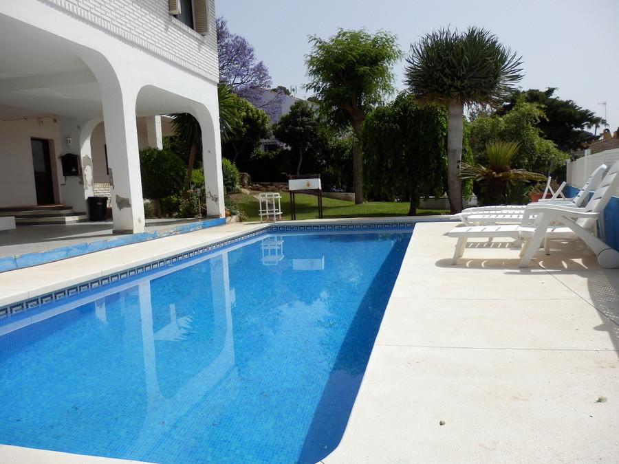Detached Villa  for sale in La Sierrezuela 5 bedrooms, 4 bathrooms. Built 240 m², Terrace 25 m², Gar,Spain