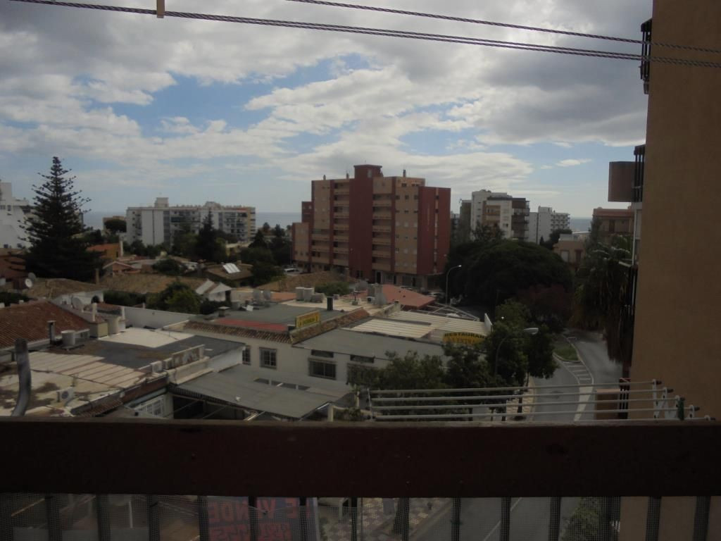 Apartamento en la zona de Gamonal, Ideal como viivienda para veranear, necesita algo de reforma, pre,Spain