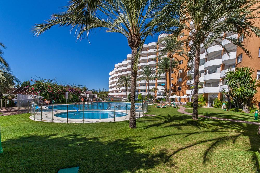 Bright and sunny studio in Edificio Coronado in las Chapas, walking distance to the beach. The resor,Spain