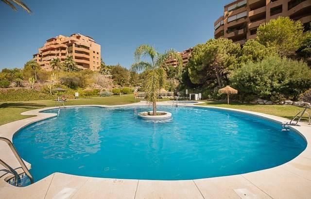 Middle Floor Apartment, Selwo, Costa del Sol. 2 Bedrooms, 2 Bathrooms, Built 90 m², Terrace 15 m².  ,Spain