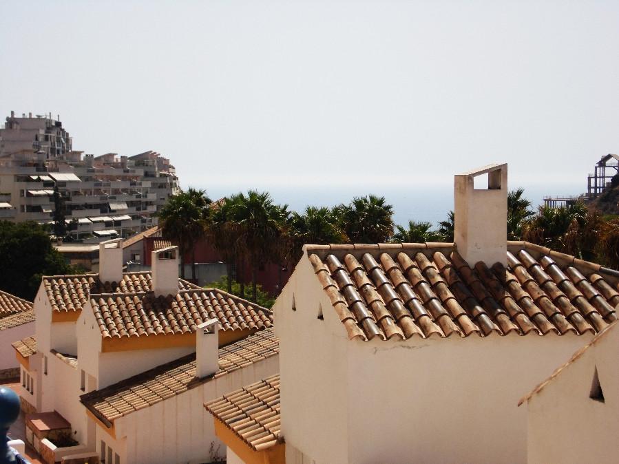 Bonito duplex a escasos 800 mtrs de la playa. En la planta baja tiene cocina independiente amueblada,Spain