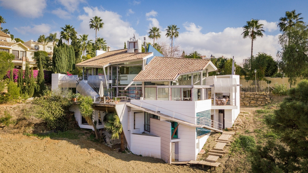La Quinta Golf, Benahavis   This spectacular villa, designed by renowned architect Angel Taborda Bri,Spain