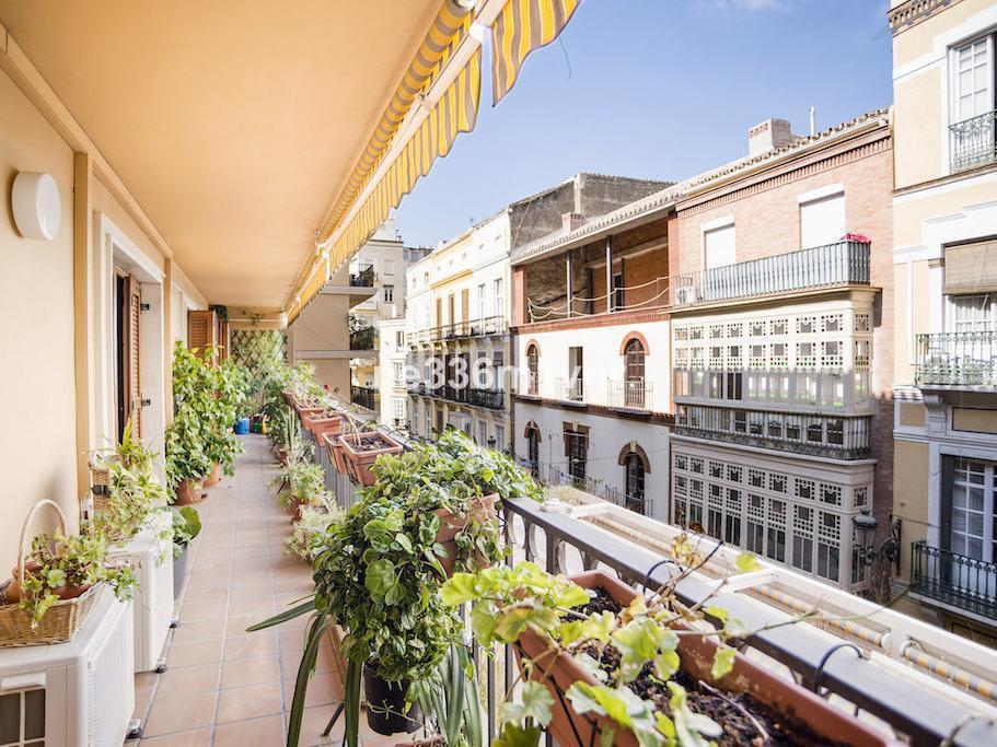 AMPLISIMA VIVIENDA EN EL CENTRO HISTORICO. Gran vivienda en el centro de Malaga, junto al Teatro Cer,Spain