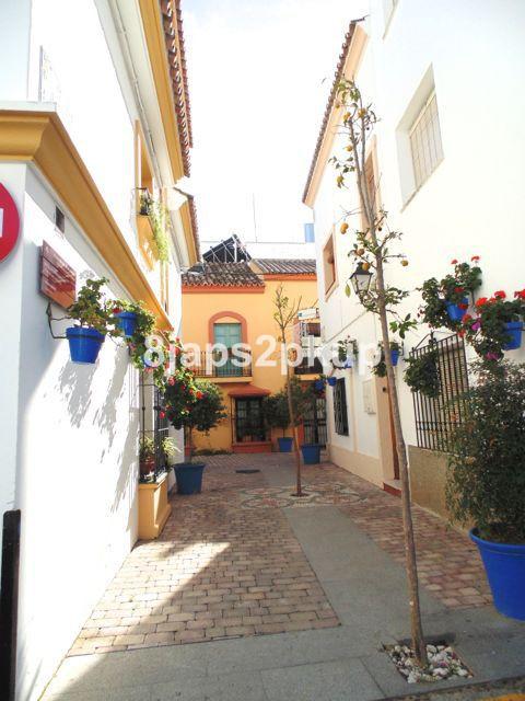 Townhouse, Estepona OLD TOWN, Costa del Sol. 5 Bedrooms, 2 Bathrooms, Built 205 m�, Terrace 10 m�.  ,Spain