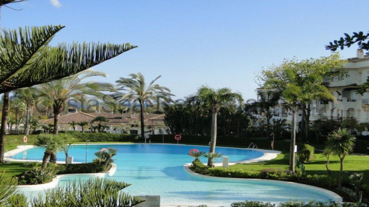 Fantastic and exclusive four bedroom apartment located in Hacienda de Nagueles I urbanization, locat,Spain
