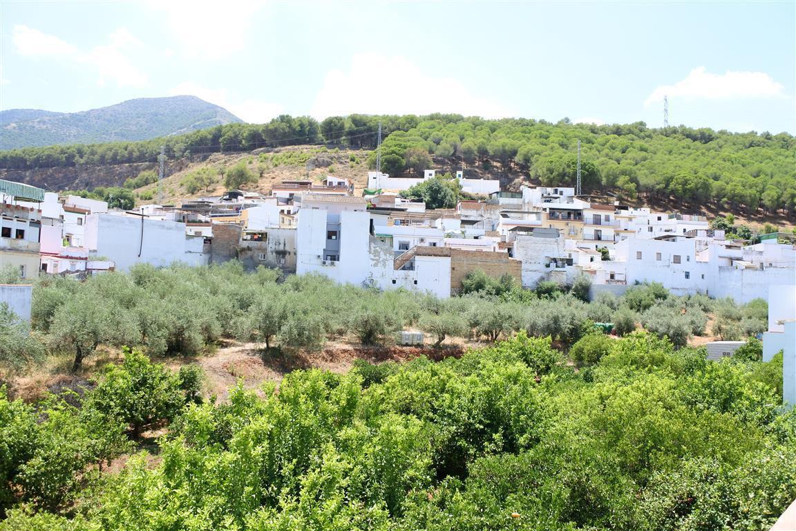 To reform 3 storeys village house; ground floor, storage room, utility room, 1 bathroom, garage. 1st,Spain