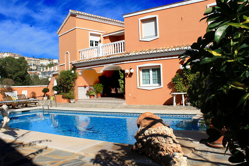 Fantastic villa located near the centre of Arroyo de la Miel. Situated in an excellent location walk,Spain