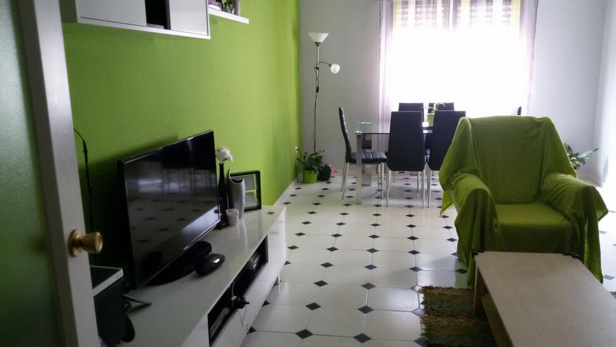Middle Floor Apartment, Estepona, Costa del Sol. 4 Bedrooms, 2 Bathrooms, Built 90 m², Terrace 30 m²,Spain