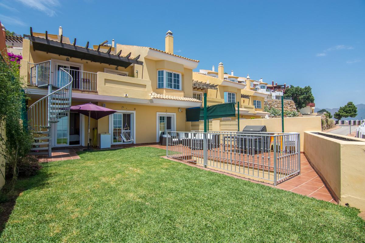 Semi-Detached House, La Mairena, Costa del Sol. 4 Bedrooms, 4 Bathrooms, Built 205 m², Garden/Plot 2,Spain
